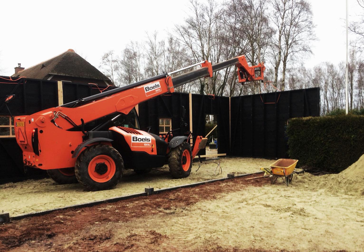 De bouw van de schuur voor onze camper